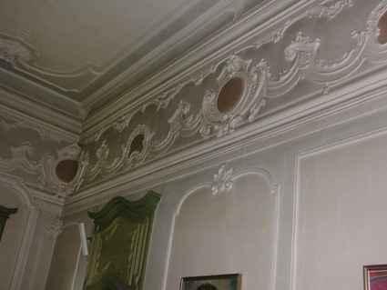 Decorazioni - stucchi del corridoio nord