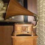 """Grammofono e mobiletto """"Art Nouveau"""""""