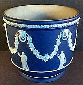Le porcellane Wedgwood: Portavaso pasta azzurra