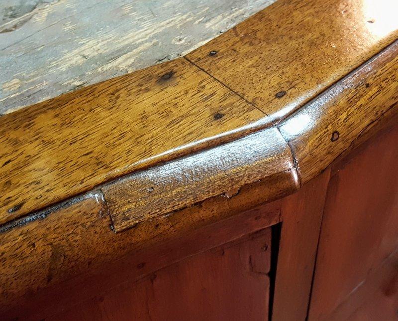 Il tassello dopo la rifilatura con scalpello e finitura con carta vetrata