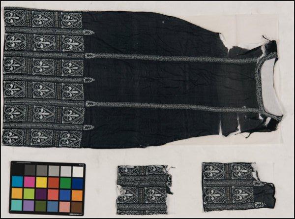 Studio e restauro di un abito da sera degli anni '20 in crêpe di seta con perline