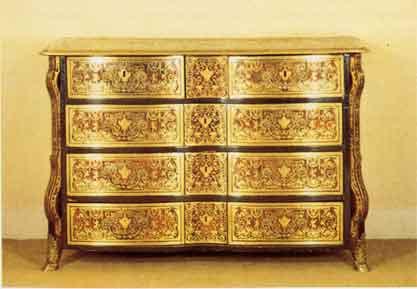 Cassettone realizzato da Boulle nel Periodo Luigi XIV (mercato Antiquario)