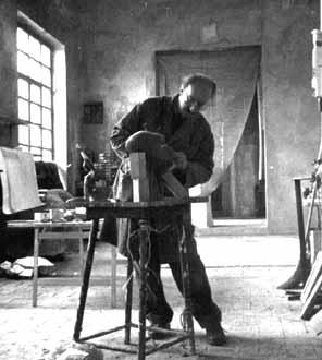 Nicoli al lavoro nel suo studio - 1996