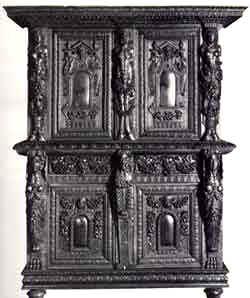 Armadio Borgognone in noce della seconda metà del XVI secolo