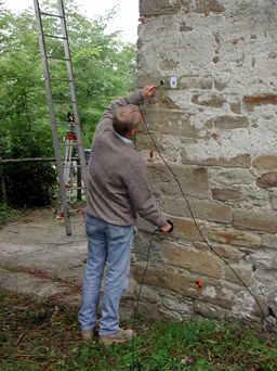 Campagna di rilevamento delle indagini soniche sulla muratura