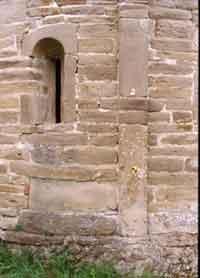 Fig. 16 Pieve di Morsasco. Particolare di una lesina absidale