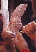 L intagliatore-scultore all'opera