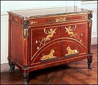 Comò in stile direttorio (Collezione del Castello di Fontainebleau) realizzato da Guillaume Beneman per il salone della regina Ortensia di Beauharnais, moglie di Luigi Bonaparte.