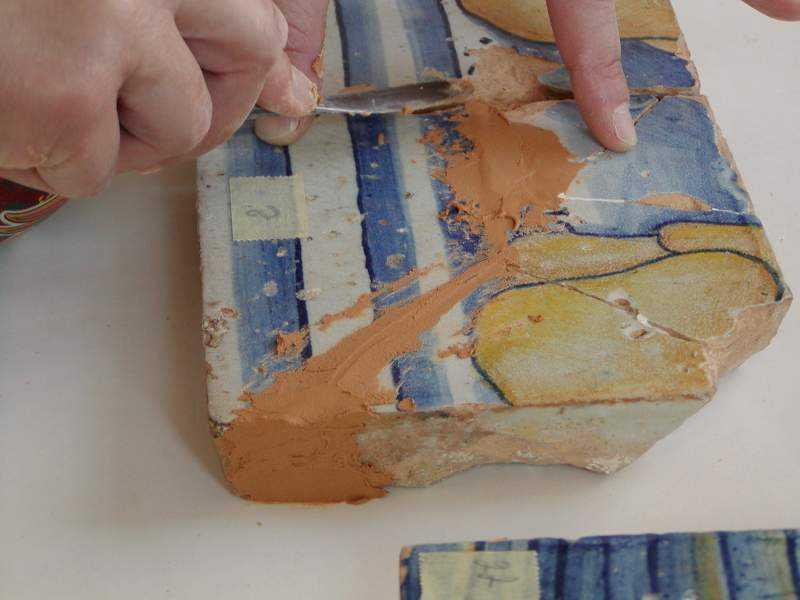 Integrazione delle lacune tramite stuccatura