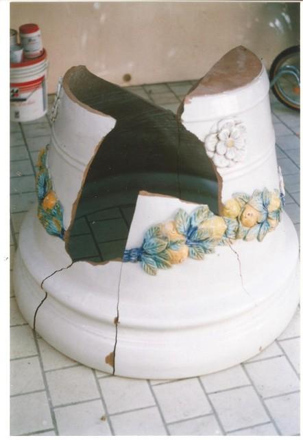 grande vaso in maiolica , in pezzi