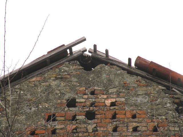 Chiesa di San Vito a Morsasco:Particolare copertura del portico con scivolamento coppi