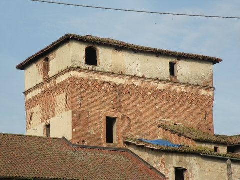 Torre di frugarolo lati sud-est prima del restuaro
